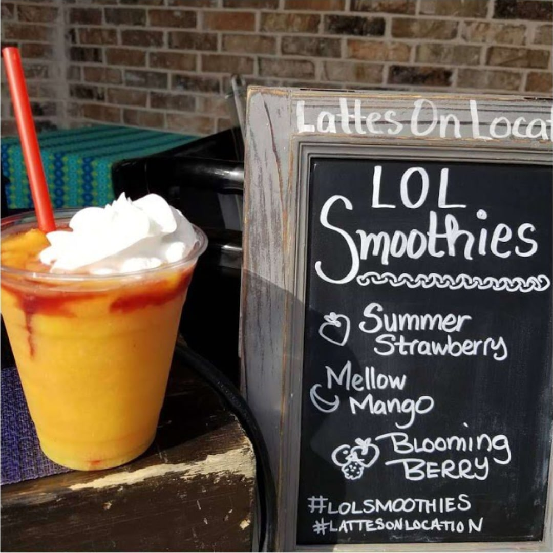 Smoothie & Frappe | Mobile Bar | Mellow Mango Smoothie topped with Strawberry flavor